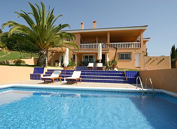 locations de vacances bonne qualit avec piscine chauff e don pedro estepona west costa del. Black Bedroom Furniture Sets. Home Design Ideas